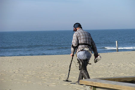 beach-metal-detecting